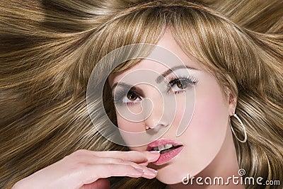 ξανθά μαλλιά μακριά