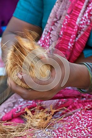 ξεφλούδισμα καρύδων