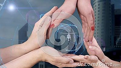 Οι άνδρες ` s, οι γυναίκες ` s και τα χέρια παιδιών ` s παρουσιάζουν σε ένα ολόγραμμα τρισδιάστατο ελικόπτερο απόθεμα βίντεο