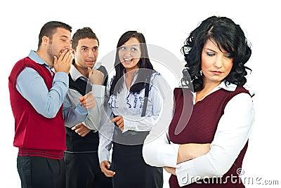 Οι άνθρωποι κουτσομπολεύουν
