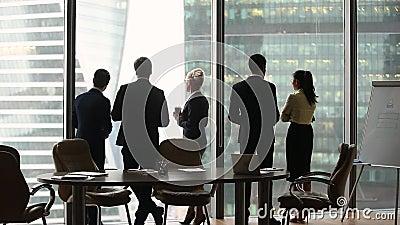 Οι διαφορετικοί υπάλληλοι ομαδοποιούν τη στάση που μιλά χωριστά στην εργασία, οπισθοσκόπο απόθεμα βίντεο