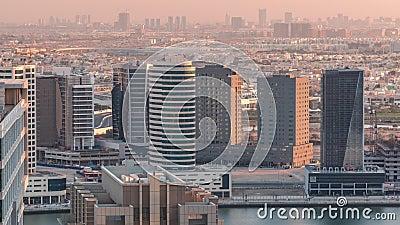 Οι πύργοι του Ντουμπάι στις βραδινές εναέριες χρονοθυρίδες φιλμ μικρού μήκους