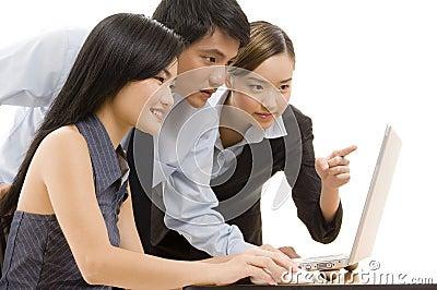 ομάδα 8 επιχειρήσεων