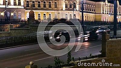 Ομσκ, Ρωσία - Oktober 30: Οδός Lenina Κυκλοφορία timelapse στην πόλη βραδιού φιλμ μικρού μήκους