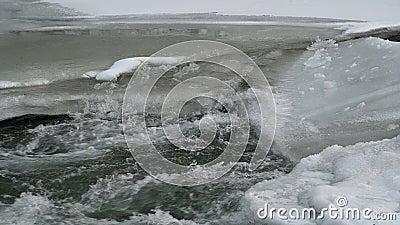 Ορεινός ποταμός το χειμώνα φιλμ μικρού μήκους