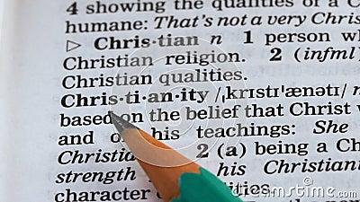 Ορισμός της λέξης Χριστιανισμός γραμμένος σε λεξικό, μία από τις κύριες θρησκείες, πίστη φιλμ μικρού μήκους