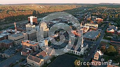 Ο ήλιος αύξησης αρχίζει να ανάβει επάνω το στο κέντρο της πόλης Lynchburg Βιρτζίνια απόθεμα βίντεο