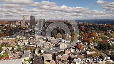 Ο ήλιος διασχίζει το αστικό τοπίο στη Νέα Υόρκη φιλμ μικρού μήκους