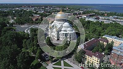 Ο παλαιός ναυτικός καθεδρικός ναός του Άγιου Βασίλη Kronstadt, εναέριο βίντεο της Ρωσίας απόθεμα βίντεο