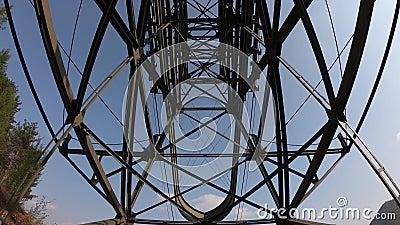 Ο πυλώνας cableway που συνδέει τις πόλεις Albino και Selvino E φιλμ μικρού μήκους