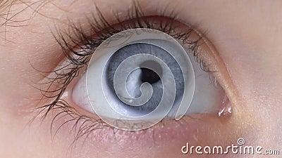 Παιδιά μπλε μάτι κλειστά, φροντίδα με την όραση, παιδική εμπιστοσύνη και γαλήνη, οφθαλμολογία φιλμ μικρού μήκους