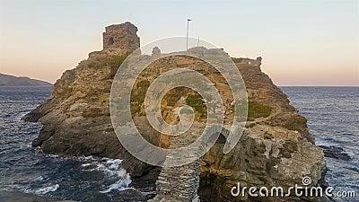 Παλαιό κάστρο στο νησί Άνδρου στην Ελλάδα Ένας τουριστικός προορισμός απόθεμα βίντεο