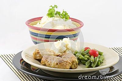 πατάτες λάχανων που γεμίζ&om