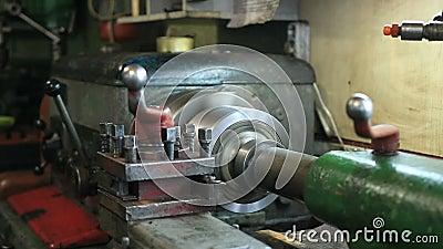 Παλαιά μηχανήματα στροφής που λειτουργούν στη χειροτεχνία φιλμ μικρού μήκους