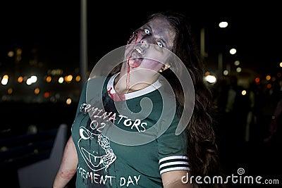 περίπατος Λα 11 zombie Εκδοτική Στοκ Εικόνες