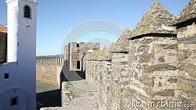 Περπάτημα battlement - κάστρο της πόλης Alandroal φιλμ μικρού μήκους