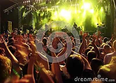 πλήθος συναυλίας