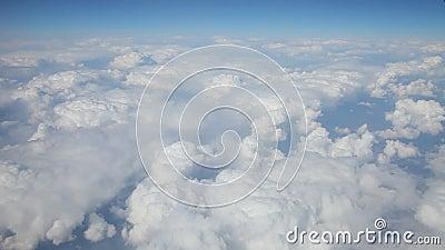 Πτήση επάνω από τα σύννεφα απόθεμα βίντεο