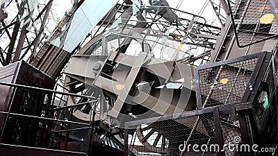 Πύργος του Άιφελ στο Παρίσι - μηχανή του ανελκυστήρα απόθεμα βίντεο