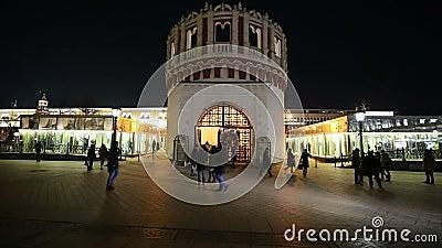 Πύργος Kutafia ή προγεφυρωμάτων τη νύχτα, Μόσχα Κρεμλίνο, Ρωσία Περιοχή παγκόσμιων κληρονομιών της ΟΥΝΕΣΚΟ απόθεμα βίντεο