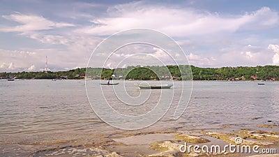 Ρηχός ποταμός μεταξύ των νησιών Nusa φιλμ μικρού μήκους