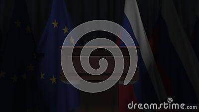 Σημαίες της ΕΕ και της Ρωσίας και πρόεδρος του δικαστηρίου Απεικόνιση 3D σχετικά με το πολιτικό γεγονός ή τις διαπραγματεύσεις απόθεμα βίντεο