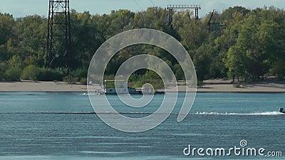 Σκάφος και βάρκα στον ποταμό Βόλγας απόθεμα βίντεο