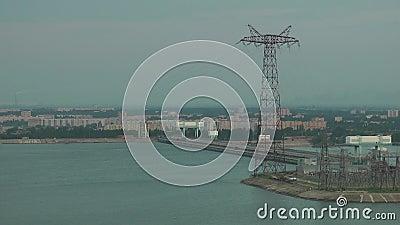 Σταθμός υδροηλεκτρικής ενέργειας στον ποταμό του Βόλγα απόθεμα βίντεο