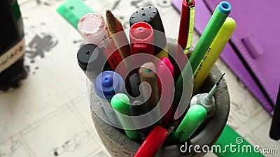 Στυλοί και μολύβια απόθεμα βίντεο