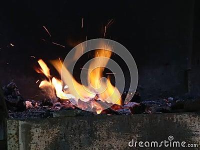 Σφυρηλατήστε την πυρκαγιά απόθεμα βίντεο