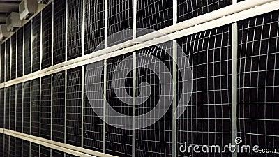 Σύνθετος εξοπλισμός στο κέντρο δεδομένων Υλικό μετοχών Πάνελ μαύρου δικτυώματος για κέντρα δεδομένων ψύξης Οι μαύροι πίνακες βρίσ απόθεμα βίντεο