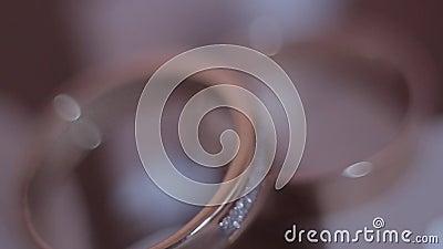 Τα γαμήλια δαχτυλίδια είναι πολύ κινηματογράφηση σε πρώτο πλάνο απόθεμα βίντεο