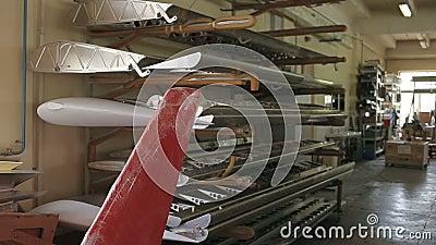 Τα μέρη της ατράκτου αεροσκαφών στο κατάστημα συνελεύσεων φιλμ μικρού μήκους