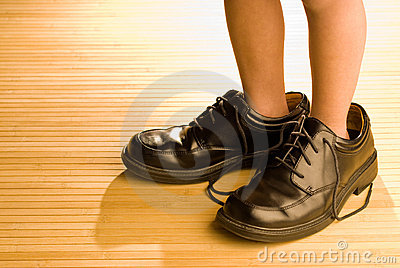 τα μεγάλα μαύρα πόδια παιδ&iota