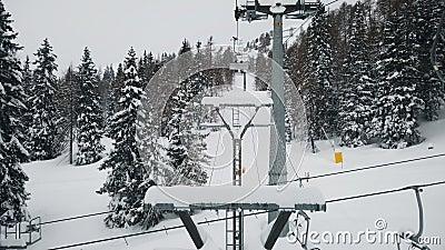 Τοπίο χιονιού αργή κίνηση από ανυψωτικό κάθισμα pov Dolomites απόθεμα βίντεο