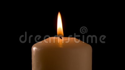 Το κάψιμο του κεριού στο σκοτάδι, περιτυλίχτηκε απόθεμα βίντεο