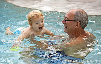 το μάθημα κολυμπά