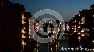 Το Aerial Night Speicherstadt στο Αμβούργο της Γερμανίας είναι η μεγαλύτερη αποθήκη στον κόσμο, όπου τα κτίρια βρίσκονται σε φιλμ μικρού μήκους