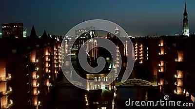 Το Night Aerial View Speicherstadt αποτελεί σημαντικό τουριστικό αξιοθέατο στο Αμβούργο και αποτελεί το επίκεντρο των περισσότερω απόθεμα βίντεο