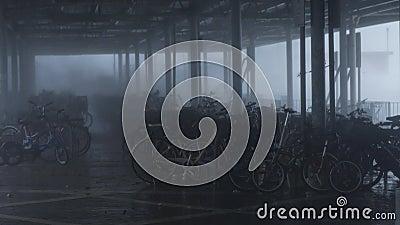 Τυφώνας Mangkhut τυφώνα κοντά στο χώρο στάθμευσης ποδηλάτων φιλμ μικρού μήκους