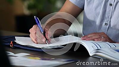 υπογραφή documetns στην εταιρία απόθεμα βίντεο