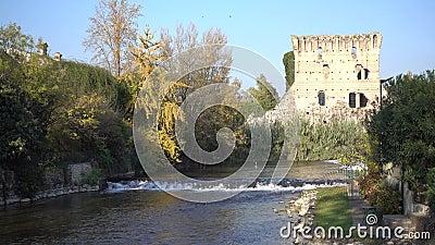 Υποκόμης Bridge Borghetto Valeggio σε Mincio Vr Ιταλία απόθεμα βίντεο