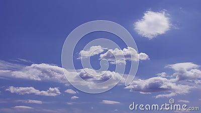 Φανταστικός ουρανός με την κίνηση των σύννεφων χρόνος-σφάλμα φιλμ μικρού μήκους