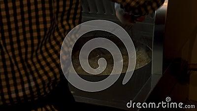 Φαστφουσκωτές κουζίνες... πατάτες που ψήνουν στο λάδι, 4.000 πλάνα... φιλμ μικρού μήκους