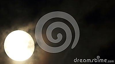 Φεγγάρι στη νύχτα ο σκοτεινός ουρανός (χρονικό σφάλμα). απόθεμα βίντεο