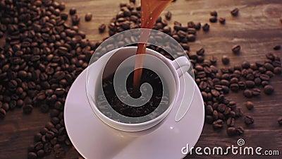 Φλυτζάνι καφέ και φασόλια καφέ φιλμ μικρού μήκους