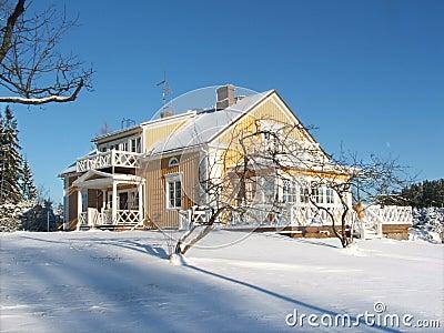 χειμώνας σπιτιών κίτρινος