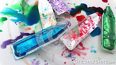 Χρησιμοποιημένοι σωλήνες του χρώματος για τα αυγά απόθεμα βίντεο