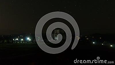 Χρονικό σφάλμα των αυτόματων ιχνών φωτεινού σηματοδότη Vista στο σημείο κορωνών σπιτιών στο Όρεγκον 4k απόθεμα βίντεο
