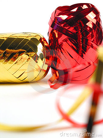 χρυσές κόκκινες κορδέλ&lambda
